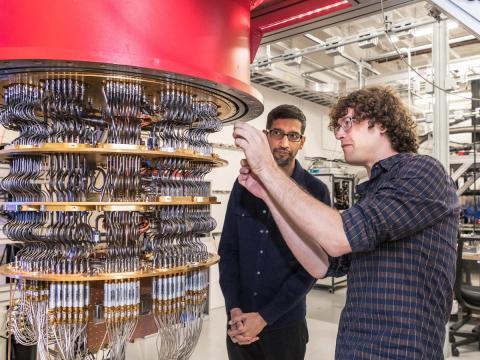 Sundar Pichai, CEO de Google, y Daniel Sank, excientífico de datos de la compañía