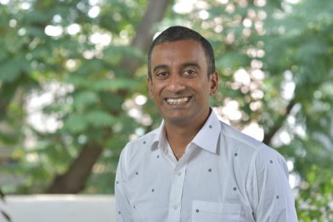 Vicerrector y Profesor de Derecho de la Escuela Nacional de Derecho de la Universidad de la India.