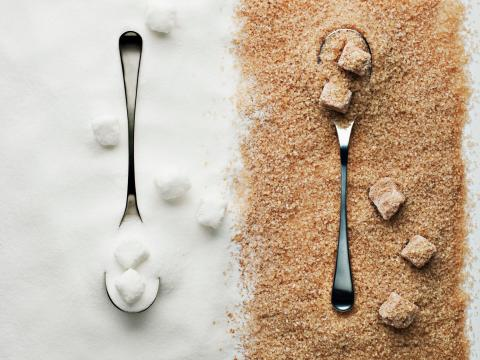 Puedes hacer también azúcar moreno.
