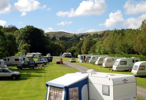 Autocaravanas en un camping.