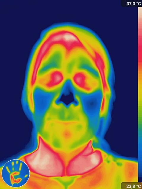 Cámara térmica con la cara mojada y sin secar.