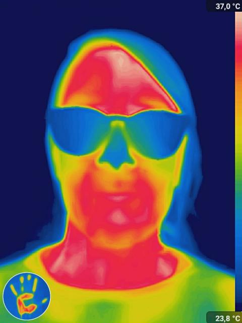 Cámara térmica con gafas.