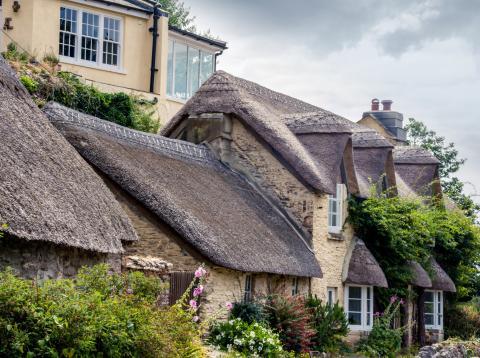 Casa de paja en Devon, Reino Unido.