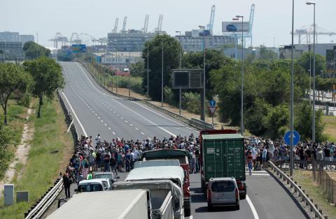 Cierre de la autopista B-10 por las protestas por el cierre de Nissan.