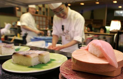 Una cinta transportadora de sushi en Japón.
