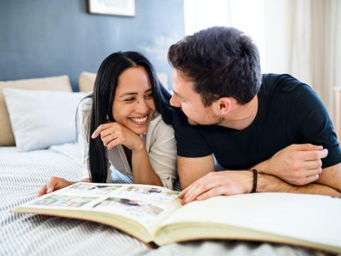 Organiza fotos con tu pareja.