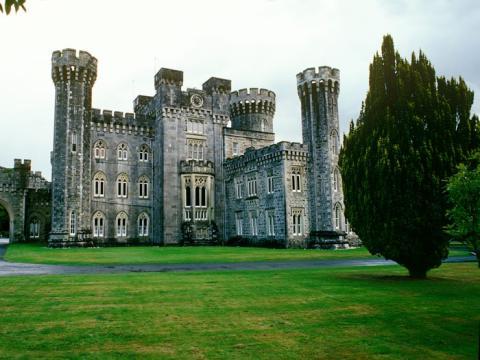 El castillo está ubicado en Irlanda.