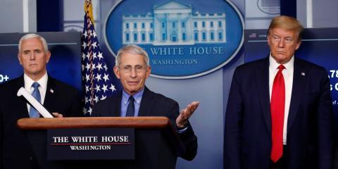 El doctor Anthony Fauci, junto a Mike Pence y Donald Trump, vicepresidente y presidente de Estados Unidos respectivamente, en una rueda de prensa en la Casa Blanca.