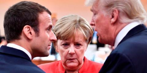El presidente francés, Emmanuel Macron, la canciller alemana, Angela Merkel, y el presidente de los Estados Unidos, Donald Trump, en la reunión del G20 en Hamburgo, en el norte de Alemania, en julio de 2017