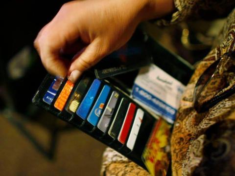 Tus tarjetas de crédito están sucias y tardan menos de un minuto en limpiarse.