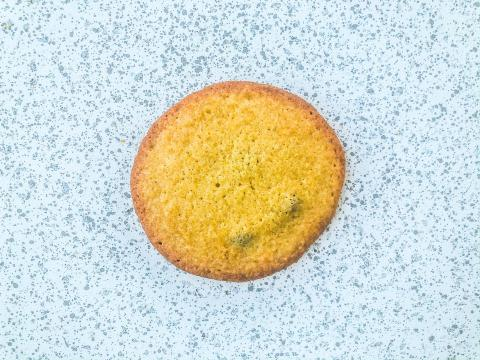 A cookie with baking powder.