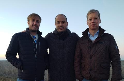 De izq. a dcha: Sergio Camarero, Managing Partner de ARC Capital; Vicente Merino, CEO de EA Green Energy; Markus Beste, deputy CEO de EA Green Energy.