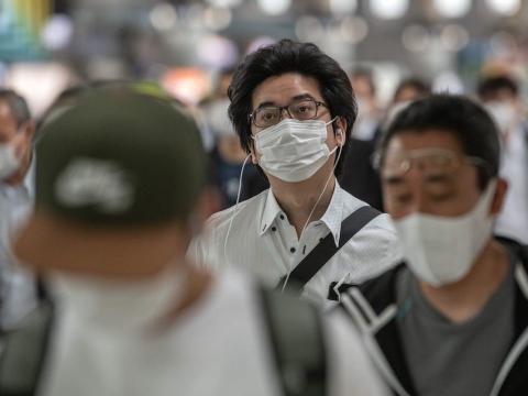 Ciudadanos japoneses con mascarillas.