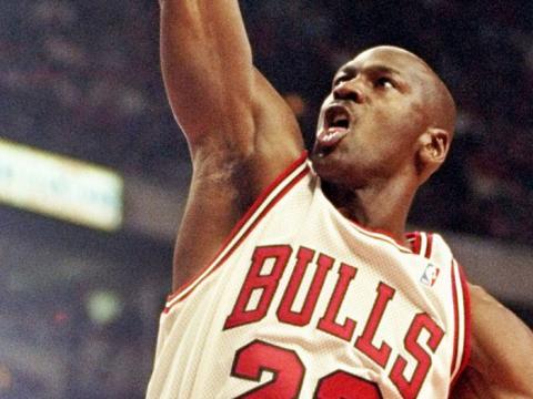 Jordan en una jugada de ataque.