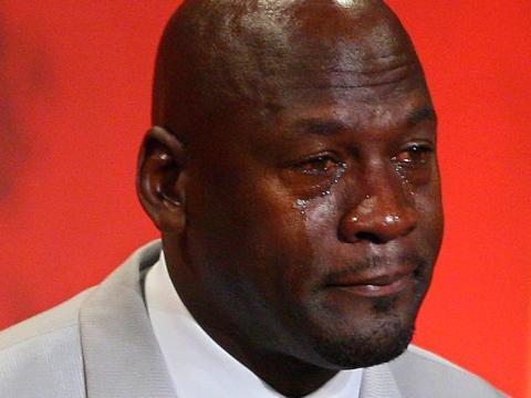 Jordan llorando en su discurso en su entrada al Salón de la Fama.