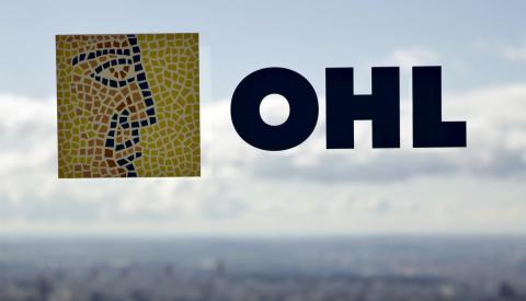 El logotipo de OHL en la ventana de uno de sus edificios