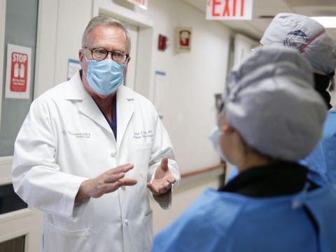 El doctor Patrick Borgen, jefe de cirugía del Centro Médico Maimónides, en Brooklyn, Nueva York.