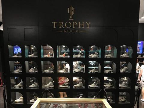 Marcus, el segundo hijo de Jordan, abrió una tienda de zapatillas en Disney World llamada Trophy Room