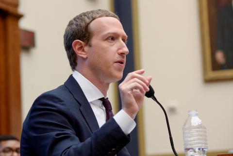 Mark Zuckerberg, en contra de verificar contenidos en Facebook.