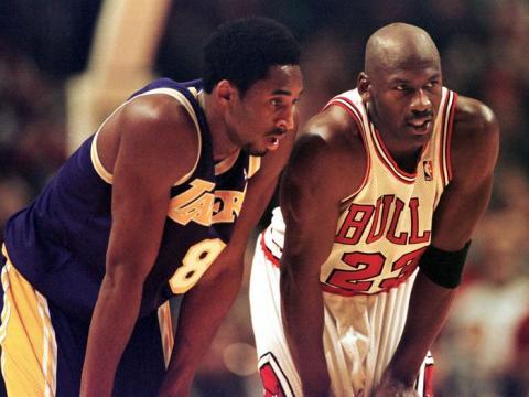 Michael Jordan junto a Kobe Bryant.
