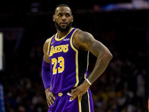 A modo de comparación, se estima que LeBron James gana menos de 90 millones de dólares al año, contando ganancias y avales.