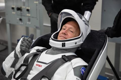 Douglas Hurley con su traje de astronauta en una de la pruebas de la misión Demo-2, mayo 2020.