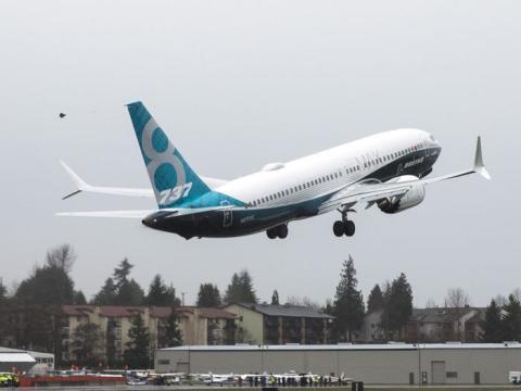 Un Boeing 737 Max 8 despegando.