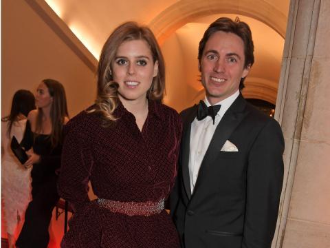 La princesa Beatriz de York y Edoardo Mapelli Mozzi en la Portrait Gala en marzo de 2019.