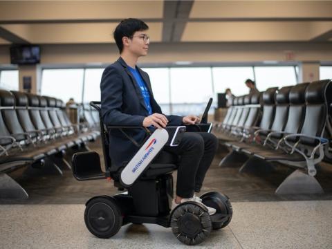 British Airways ha empezado a probar una silla de ruedas autónoma en el aeropuerto de JFK.