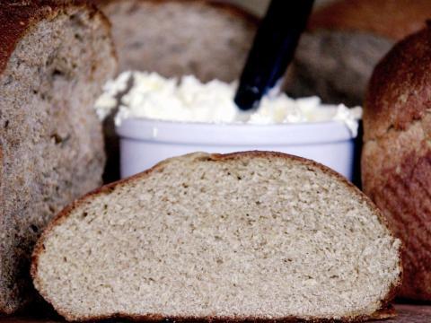 El pan detiene la aglomeración del azúcar moreno.