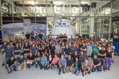La fábrica SpaceX y el estudio de diseño Tesla en el suburbio de Hawthorne, California, en el área de Los Ángeles.
