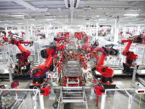 Interior de la fábrica de Tesla en Fremont, California.