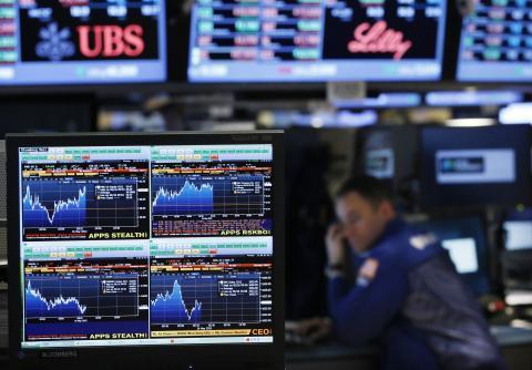 Un terminal de Bloomberg sobre el parqué de Wall Street.