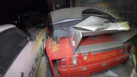 Oldsmobile descapotable, a la izquierda.