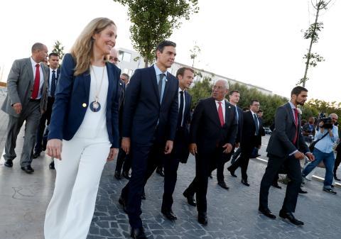La vicepresidenta del BEI, Emma Navarro, el presidente del Gobierno de España, Pedro Sánchez, el presidente francés, Emmanuel Macron, el Primer Ministro de Portugal, Antonio Costa,