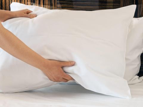 Reemplazar la funda de almohada no siempre es suficiente.