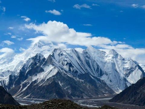 La cadena montañosa del Karakoram atrae a osados montañistas atraídos por los desafiantes picos.