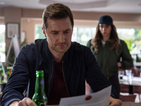 'No hables con extraños' está protagonizada por Richard Armitage y Hannah John-Kamen