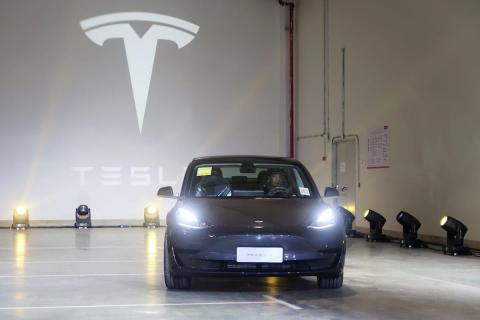 Un Tesla Model 3 en la Gigafactory de la compañía en Shanghai, China.