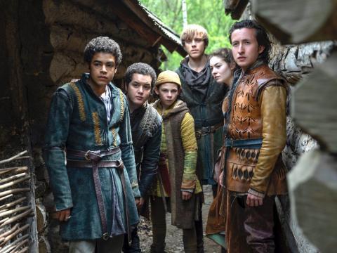 Amir Wilson, Islam Bouakkaz, Nathanael Saleh, Jack Barton, Ruby Ashbourne Serkis, y Jonah Lees protagonizan 'Carta al rey'.