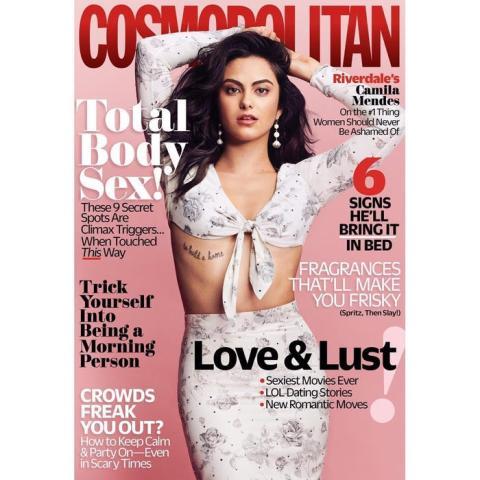 Camila Mendes en la portada de la edición estadounidense de Cosmopolitan.