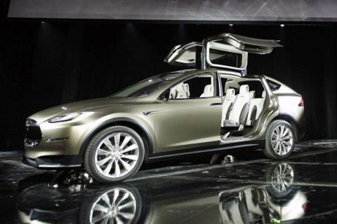 Estreno del prototipo Tesla Model X.
