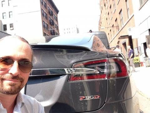 Un Tesla Model S P90D.