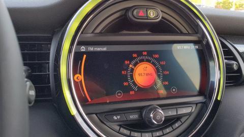 Para poder disfrutar del concierto era necesario sintonizar la emisora 93.7 en la radio del coche.