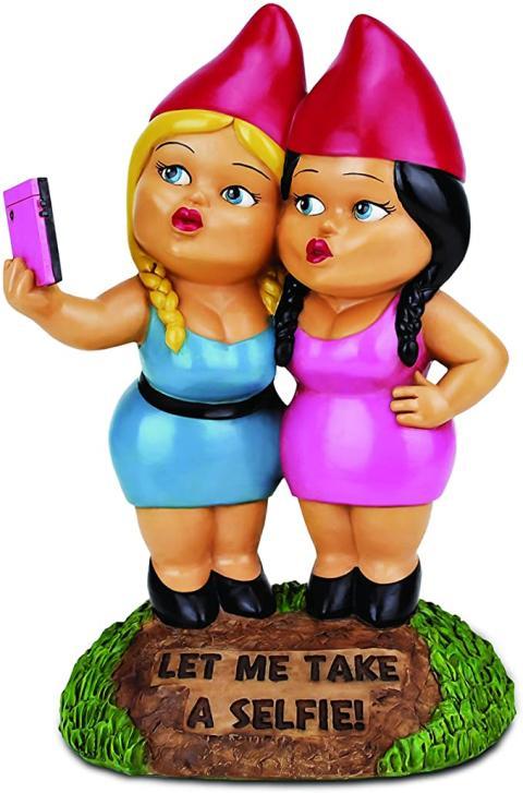 Bigmouth Selfie Sisters