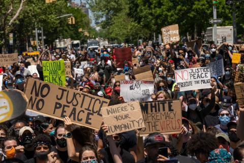 Los estadounidenses negros y los que protestan contra el racismo y la brutalidad policial tienen más probabilidades de no dormir bien en este momento, según los expertos.