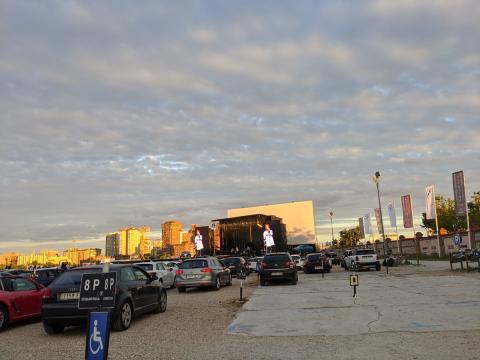 Lleno total delante del escenario durante la actuación de Marlon (las plazas que se pueden ver vacías estaban reservadas para minusválidos).