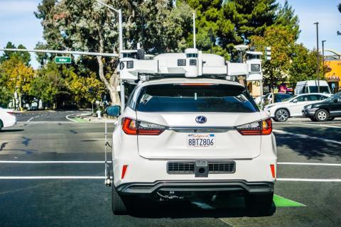 Un Lexus con la tecnología de conducción autónoma de Apple.