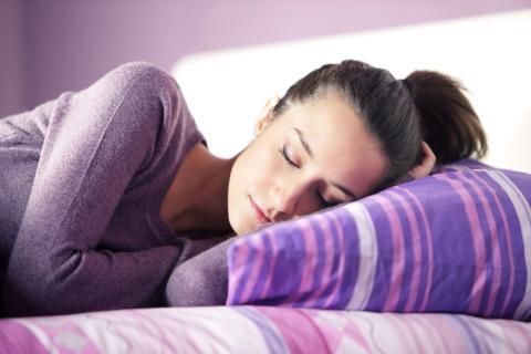 No te asustes por los sueños extraños, las partes de nuestro cerebro que se ocupan del pensamiento emocional y visual están mucho más activas por la noche.
