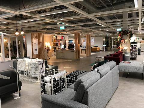 Ikea tiene numerosas áreas de exposición grandes en toda la tienda.